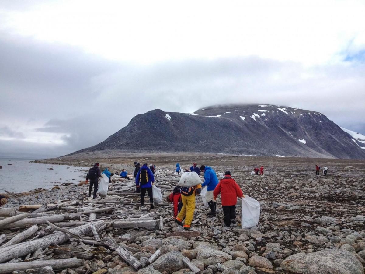 清理海岸垃圾